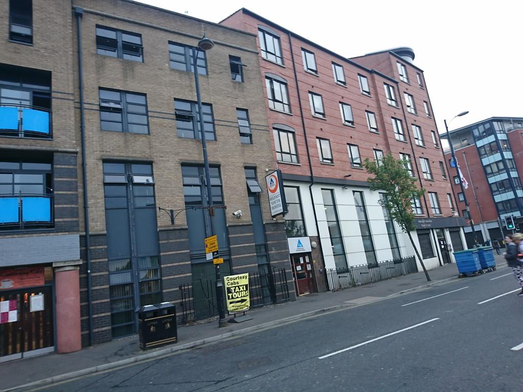 Belfast International YH ベルファストには3泊するのですが、3泊目の7月11日は休館で泊まれません 休館の理由はオレンジメンズ・デーです